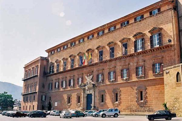 Ars, maxi-stipendi ai portaborse: stop dalla Corte dei conti