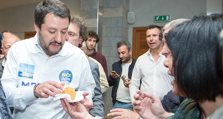Salvini gusta un arancino