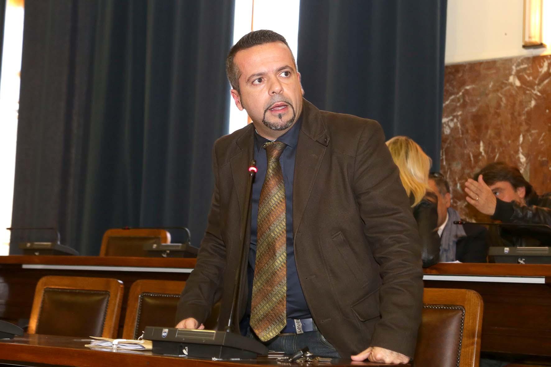 """Dimissioni De Luca, Gioveni: """"Il sindaco presenti in Aula il suo contratto per la città"""""""