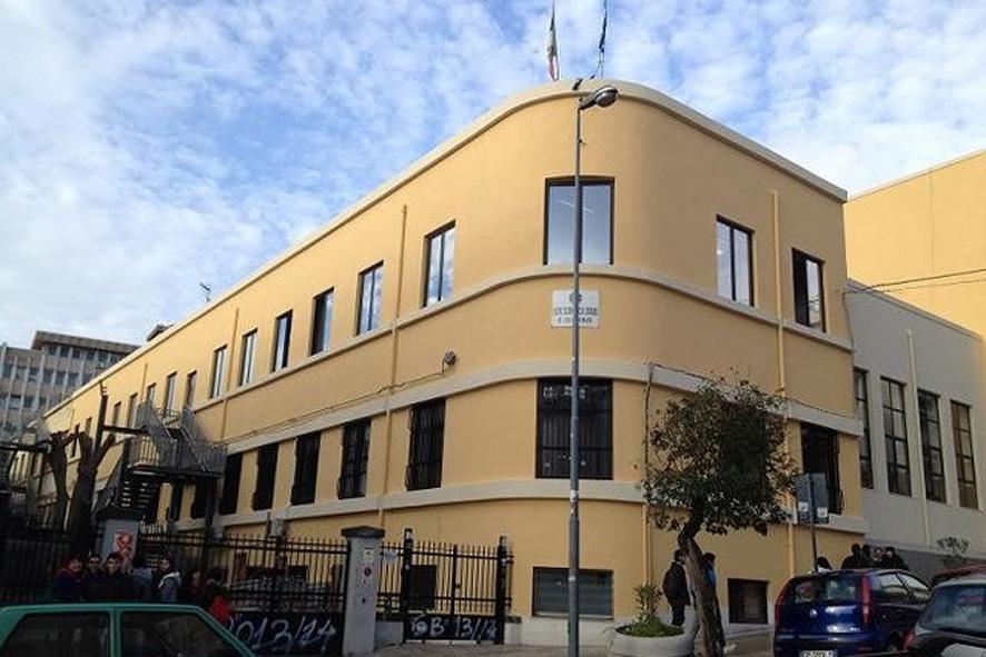 """De Luca chiude le scuole, ai dirigenti: """"Entro 7 giorni i report sulle condizioni dei plessi"""""""