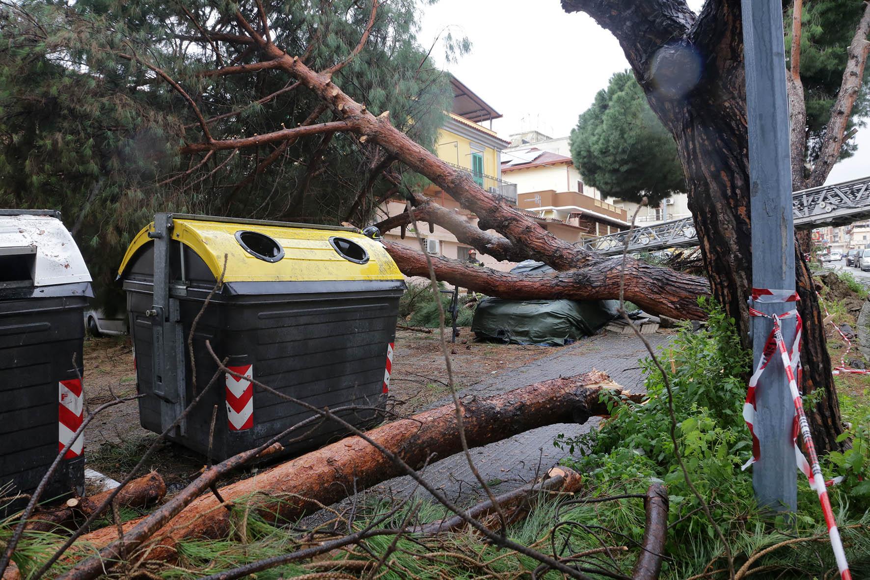 Maltempo, il vento sferza Messina e provincia