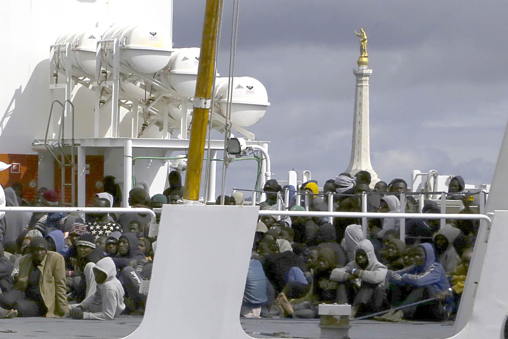 Sbarco di migranti, quattro presunti scafisti arrestati dalla polizia