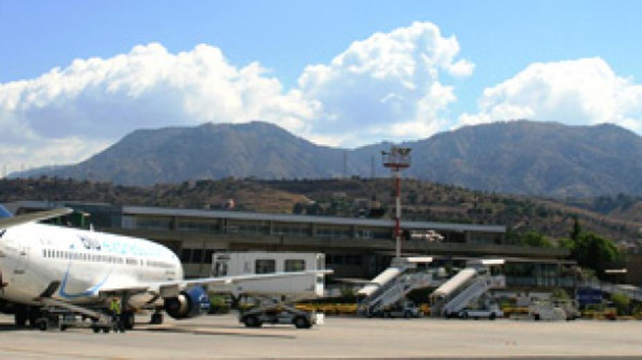 Panico sul volo Reggio-Roma: a bordo c'era anche l'on. Germanà