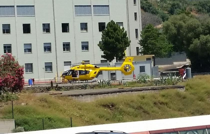Voli d'emergenza, trasportato in elicottero 56enne di Lipari