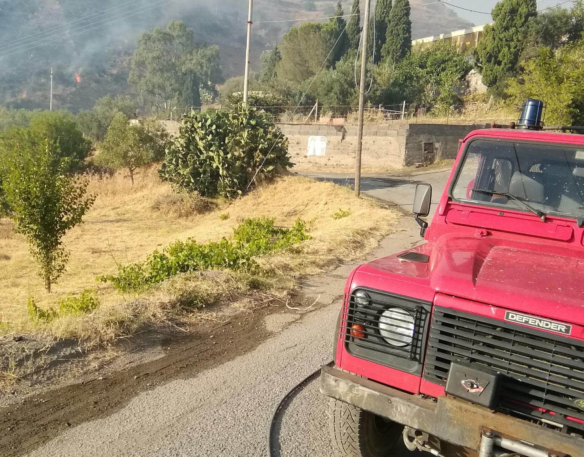 Incendi, assemblea pubblica a Mazzeo per fare fronte comune
