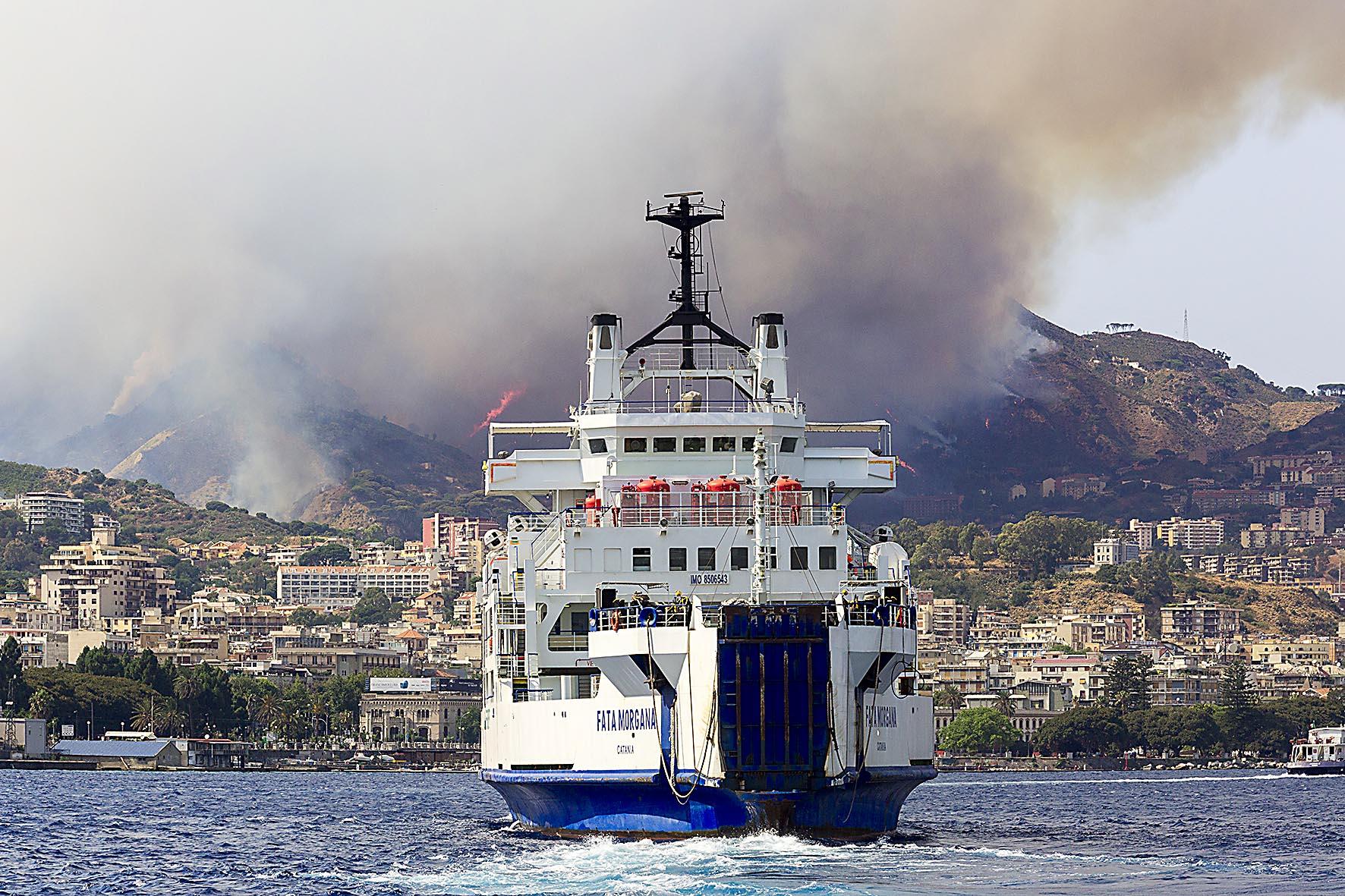 Messina in fiamme, incendi da nord a sud