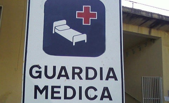 """Guardie mediche senza """"protezioni"""", operatori avviano petizione per la sicurezza"""