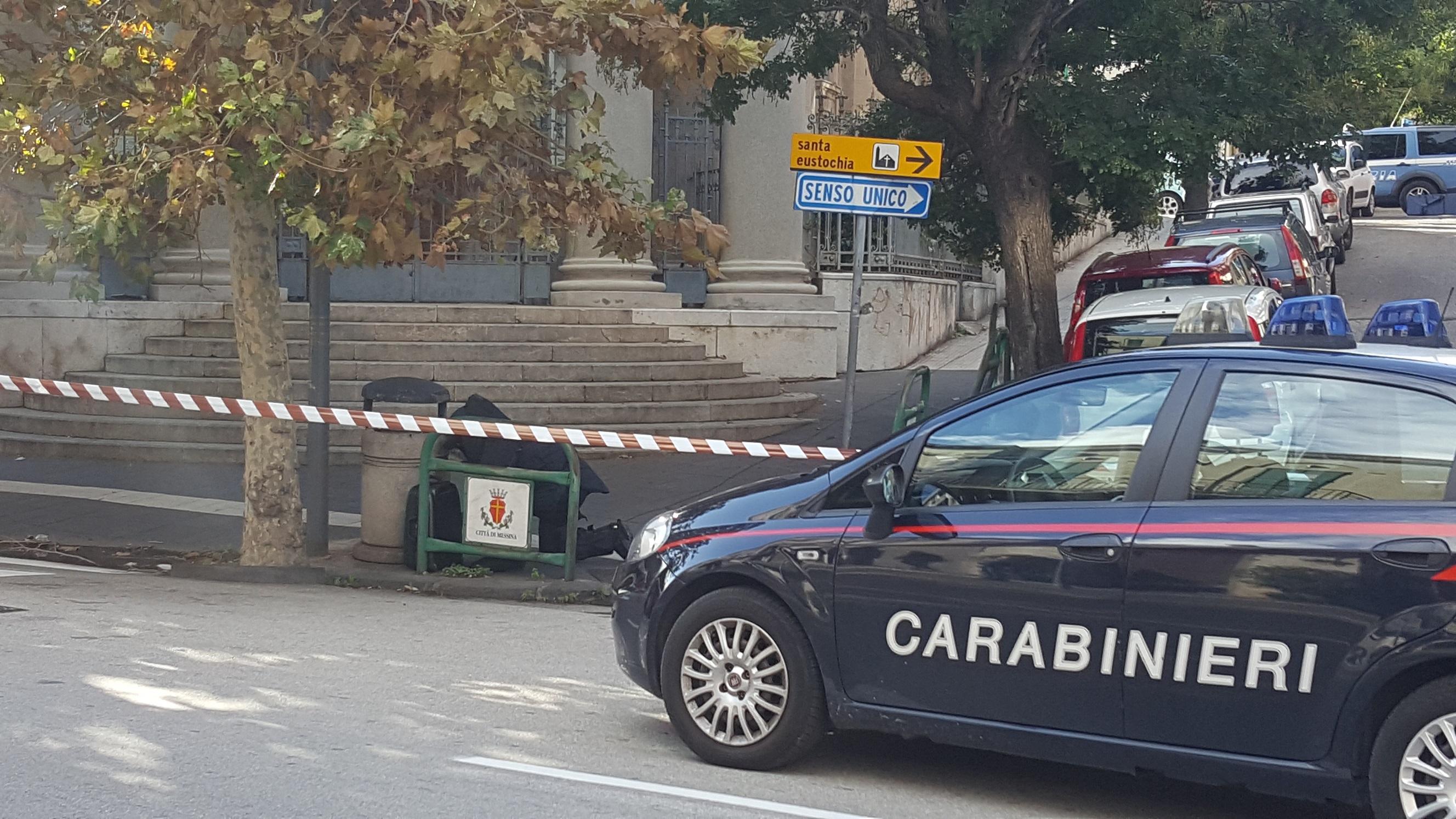 Presunto ordigno esplosivo sul Corso Cavour, i carabinieri ispezionano trolley sospetto