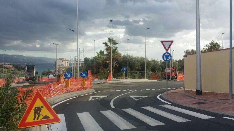 Viale Stagno d'Alcontres: lavori in corso. Viabilità a rischio per la rotatoria