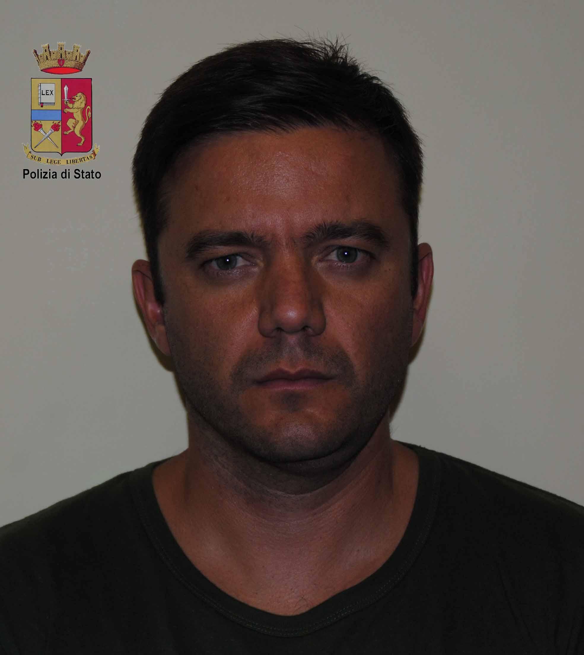 Clonava tessere bancomat, bulgaro arrestato dalla polizia. Caccia ai complici