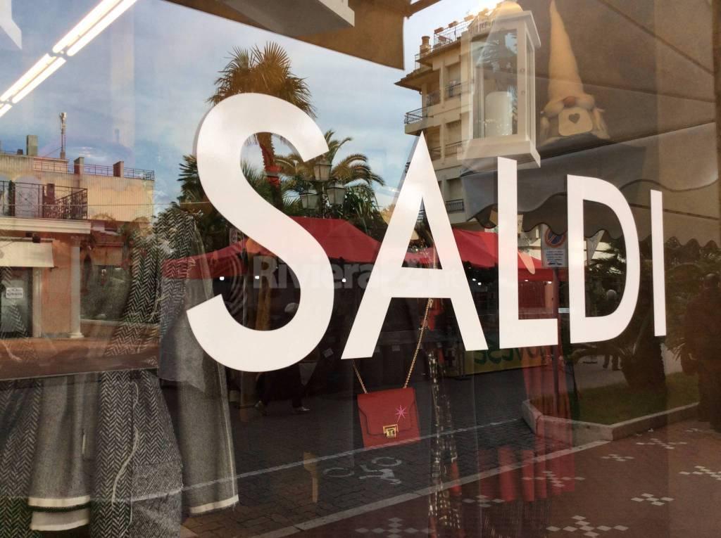 Sicilia, saldi anticipati al 1° luglio