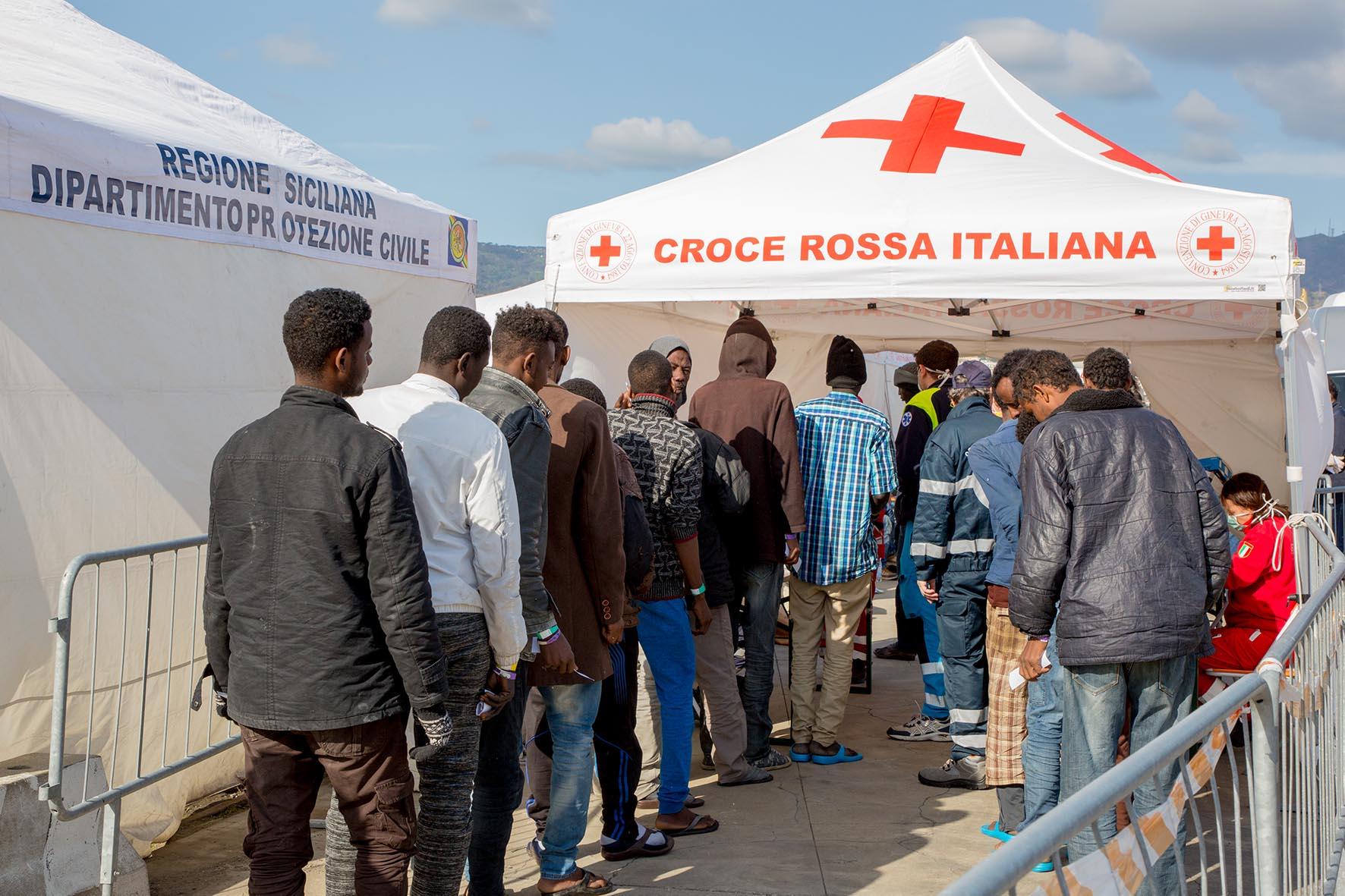 Ventotto migranti positivi al Covid sulla nave-quarantena