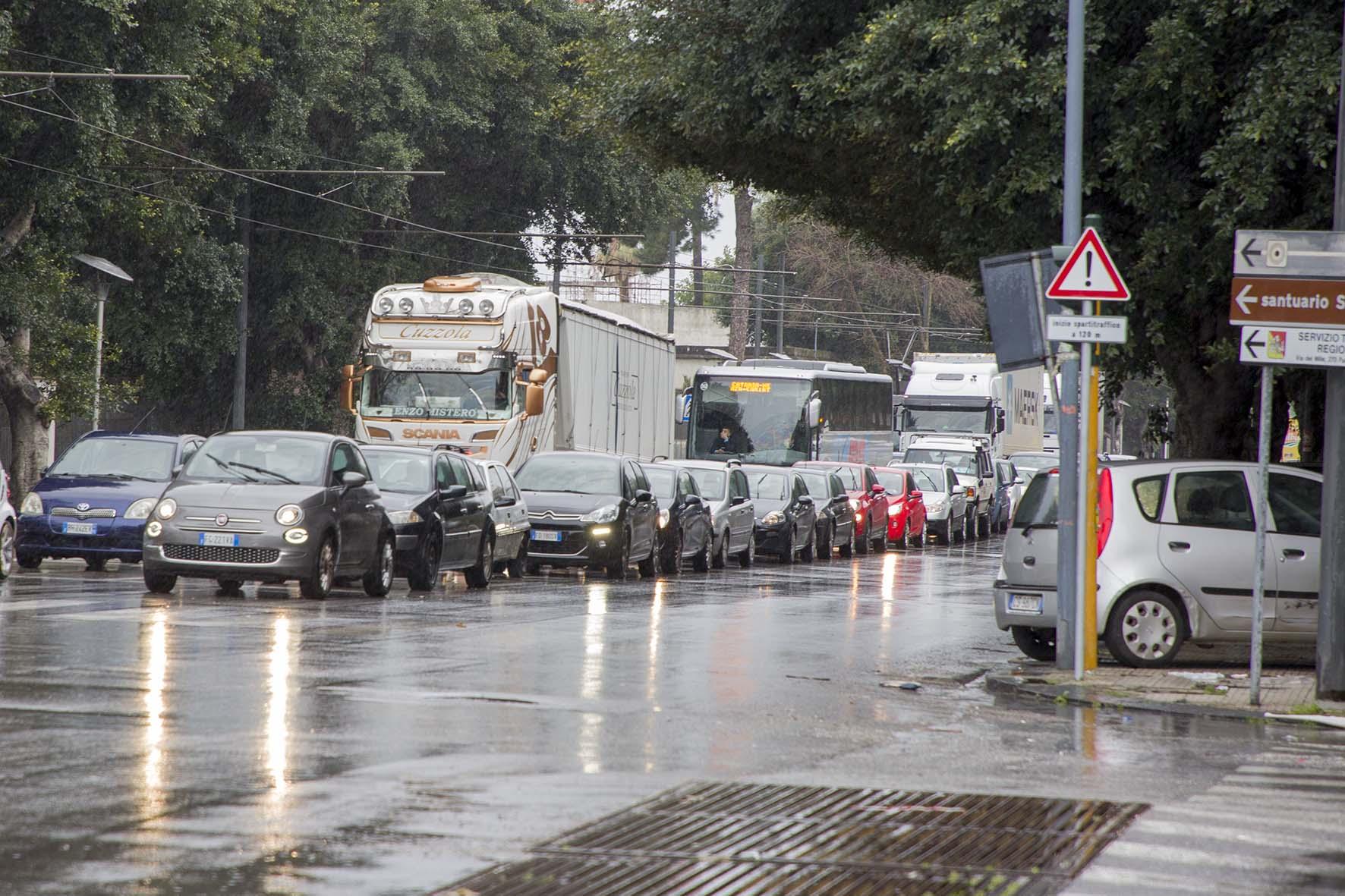 """Gioveni: """"Messina ostaggio dei Tir, servono soluzioni"""""""