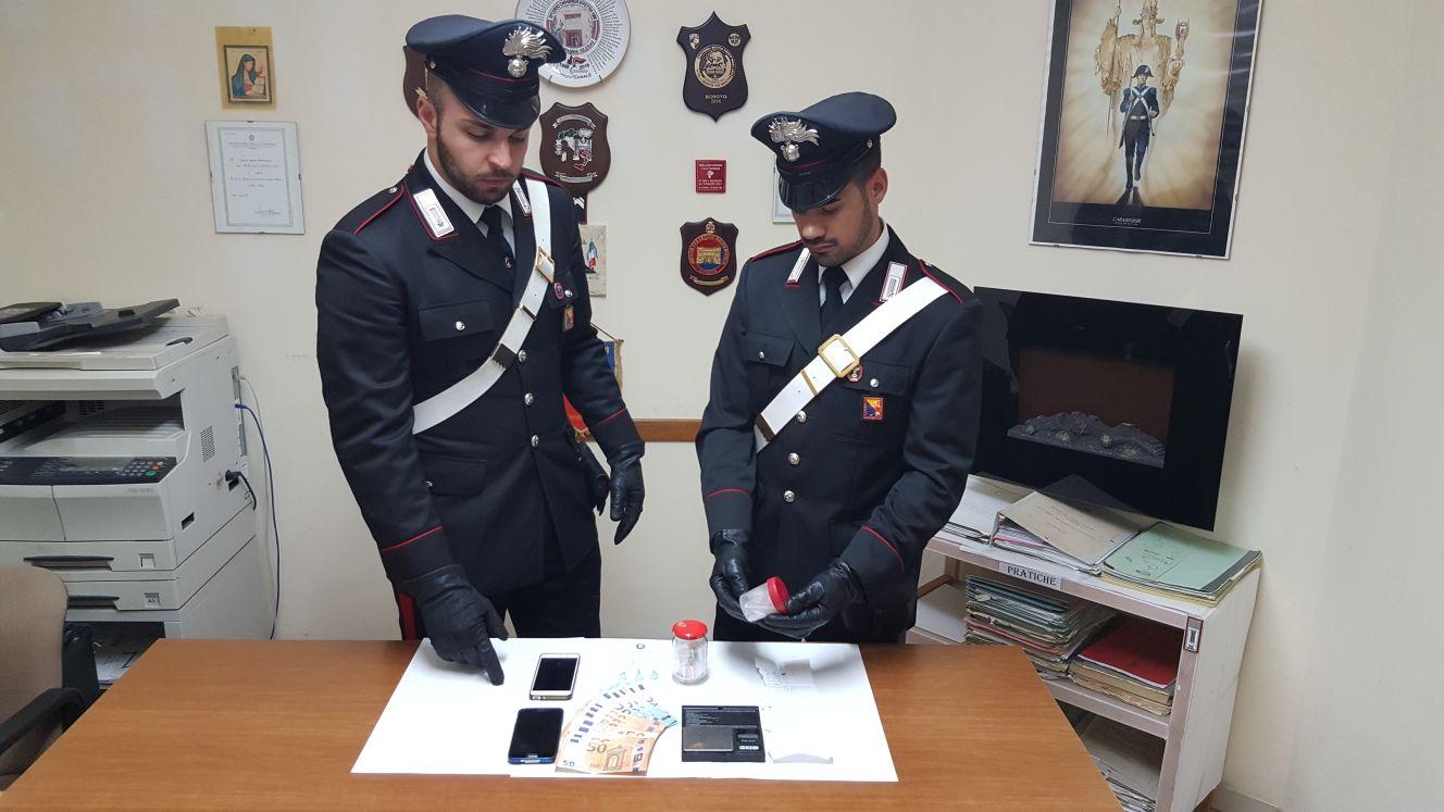 Taormina/Giardini Naxos/Gaggi. Carabinieri aumentano controlli. Beccati giovani pusher