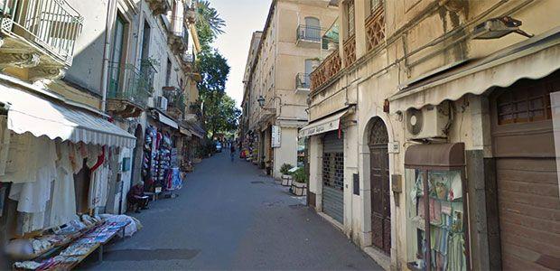Rubano in negozi a Taormina, coppia ligure arrestata dai carabinieri