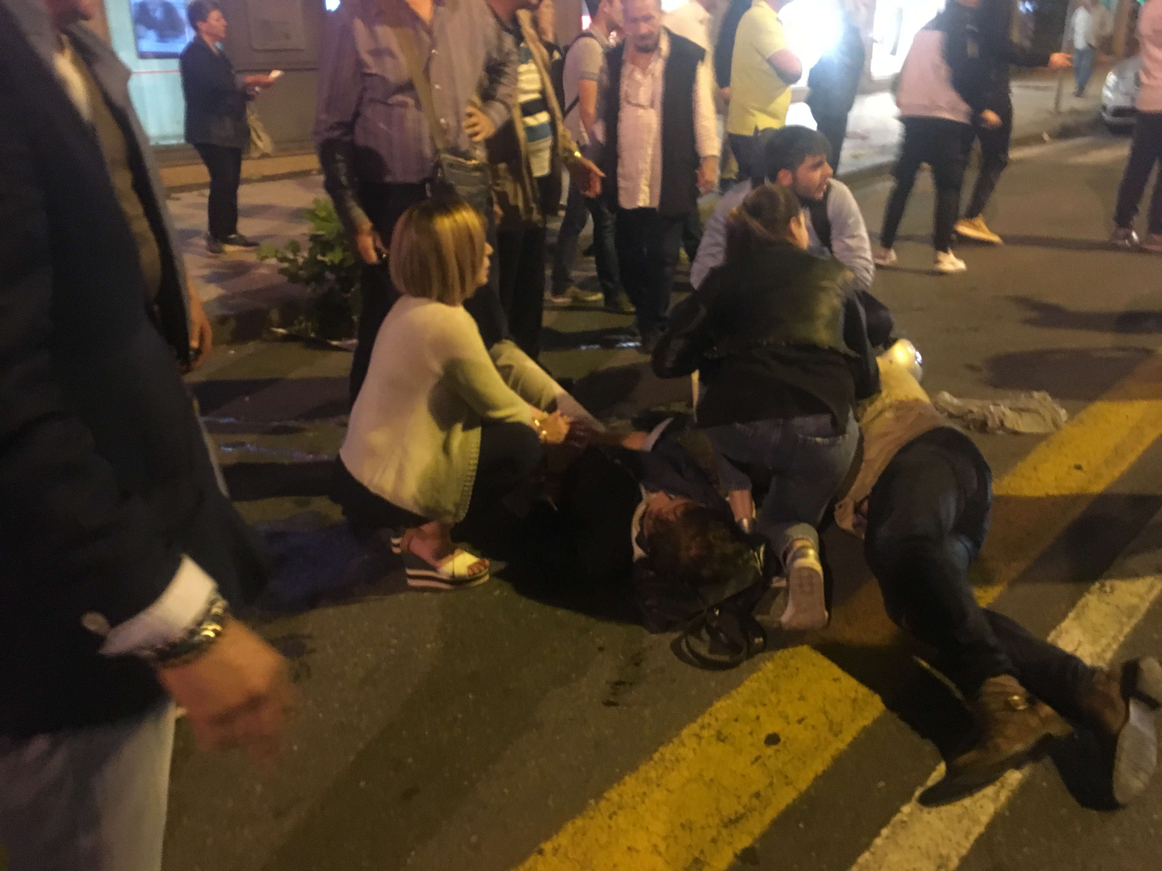 Grave incidente in via Garibaldi: scooterista travolge pedone