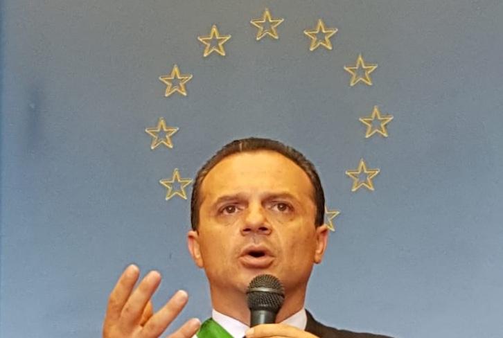 Il sindaco: Farò il ponte sullo Stretto e lo chiamerò De Luca