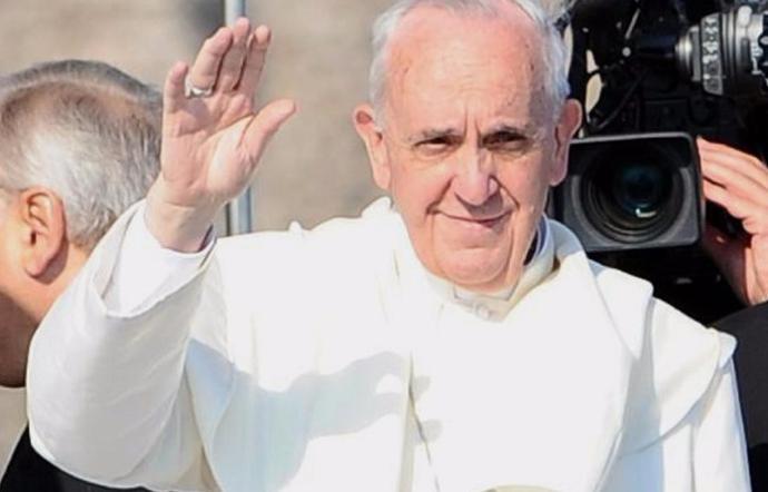 Il Papa in Sicilia: bagno di folla a Piazza Armerina e Palermo