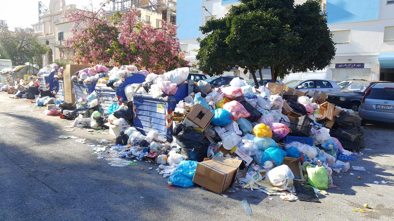 Pattumiera Messina: servizio flop, i proclami di De Luca cadono nel vuoto