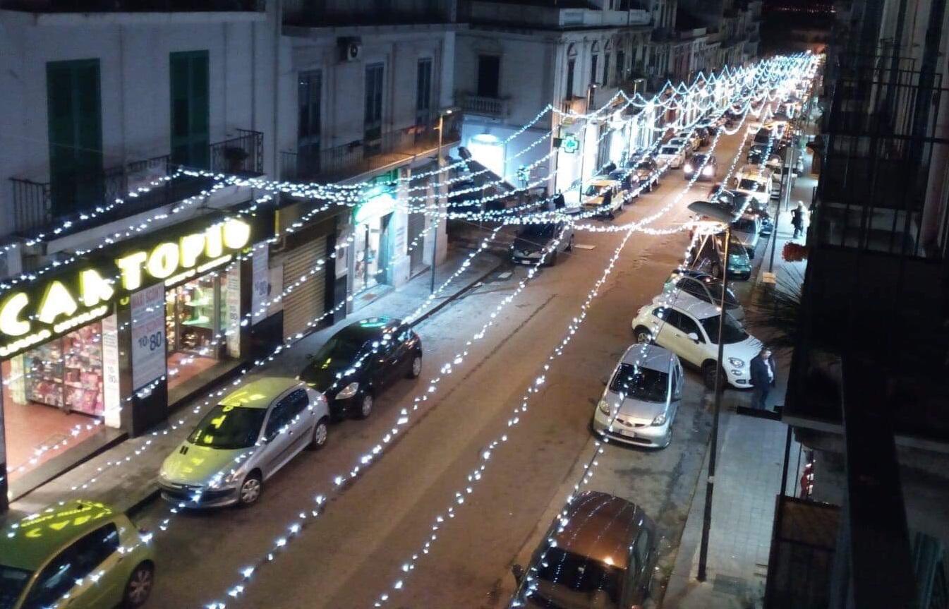 Trionfo di luminarie, la favola del Natale in via Palermo
