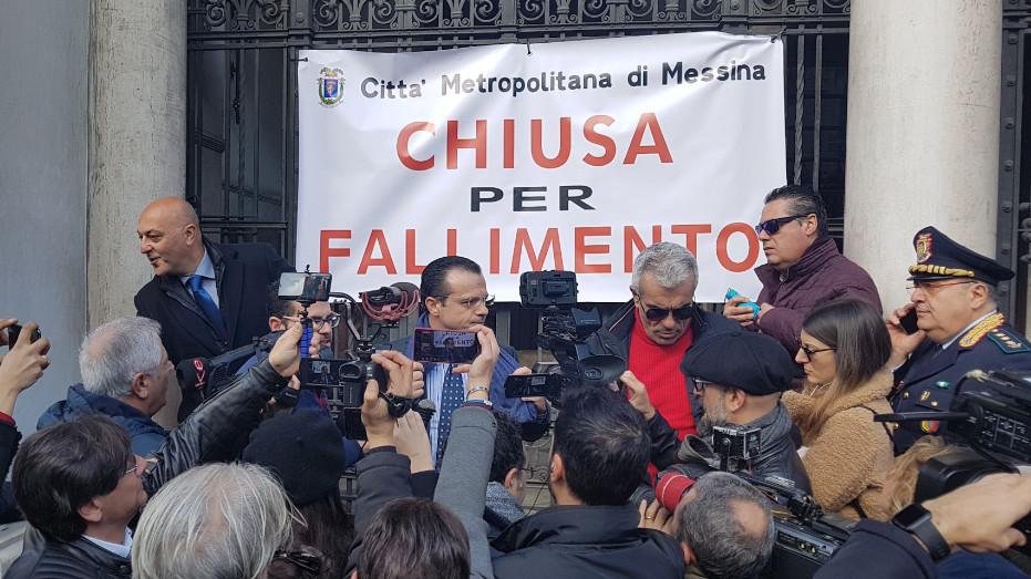 Dissesto ex Province, De Luca inizia lo sciopero della fame