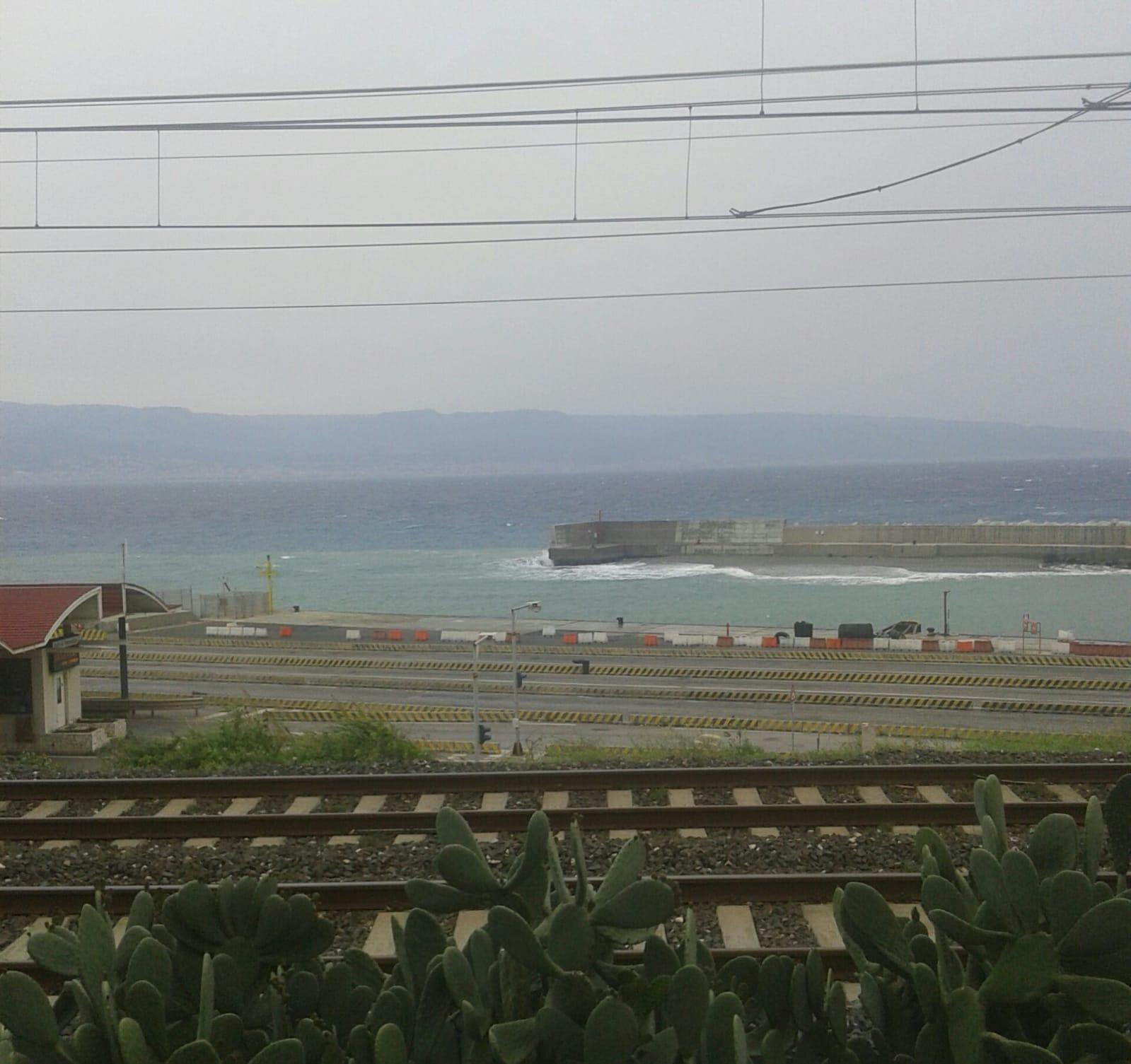 Lo scirocco minaccia il porto di Tremestieri