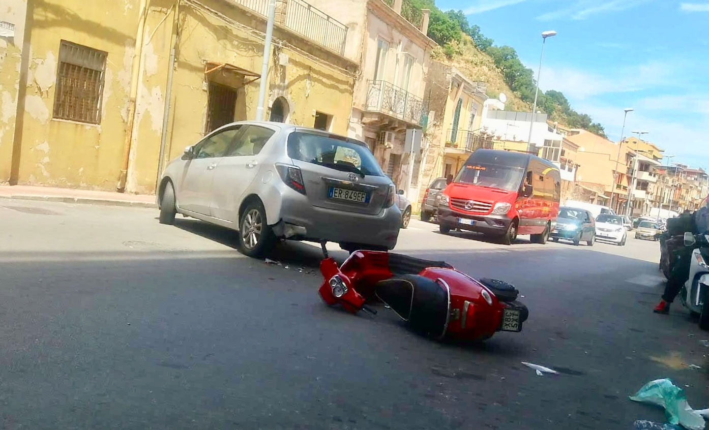 Grave incidente stradale, scooterista in ospedale