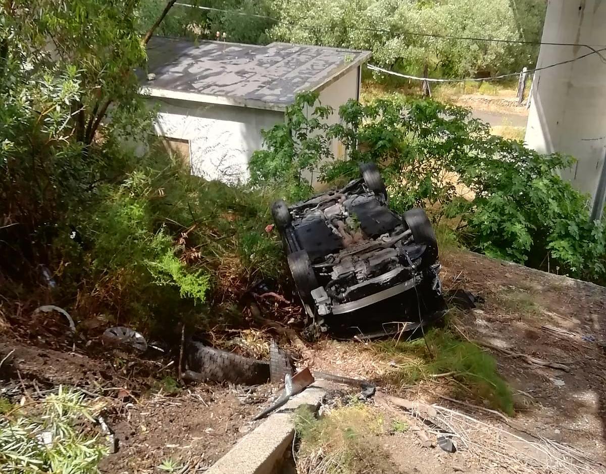 A18, auto vola dal viadotto: due feriti gravi