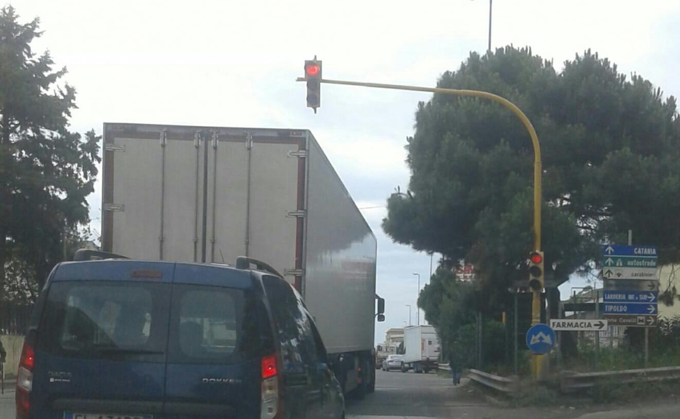 Tremestieri, semaforo riattivato dopo 90 giorni