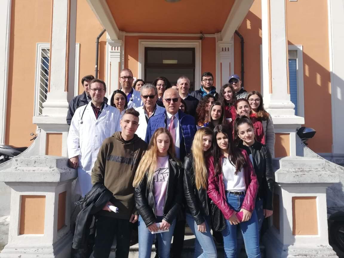 """Studenti Ainis in visita al Centro Neurolesi: avviata campagna """"cuore-cervello"""""""