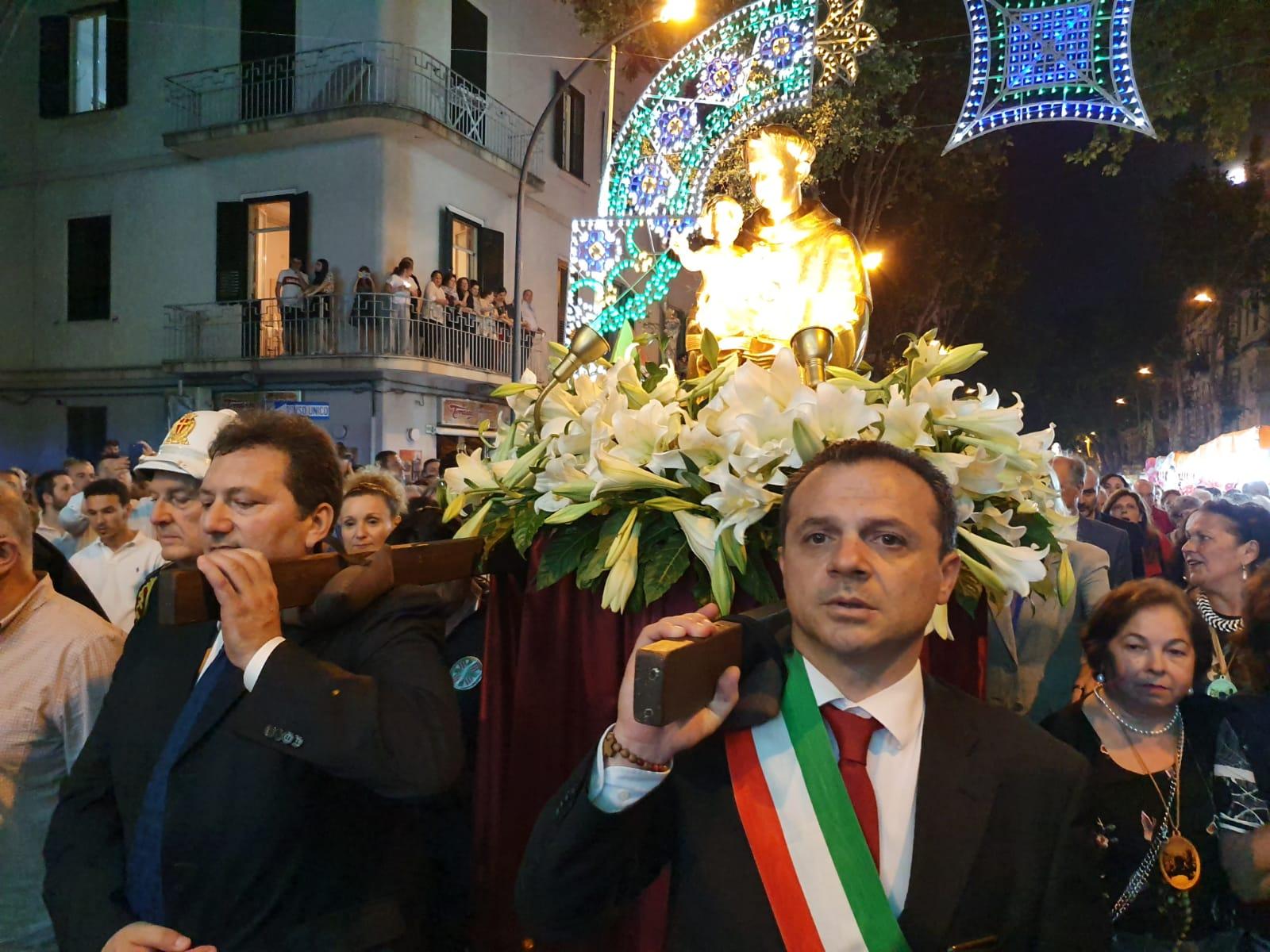 Festa S. Antonio, migliaia di fedeli in processione