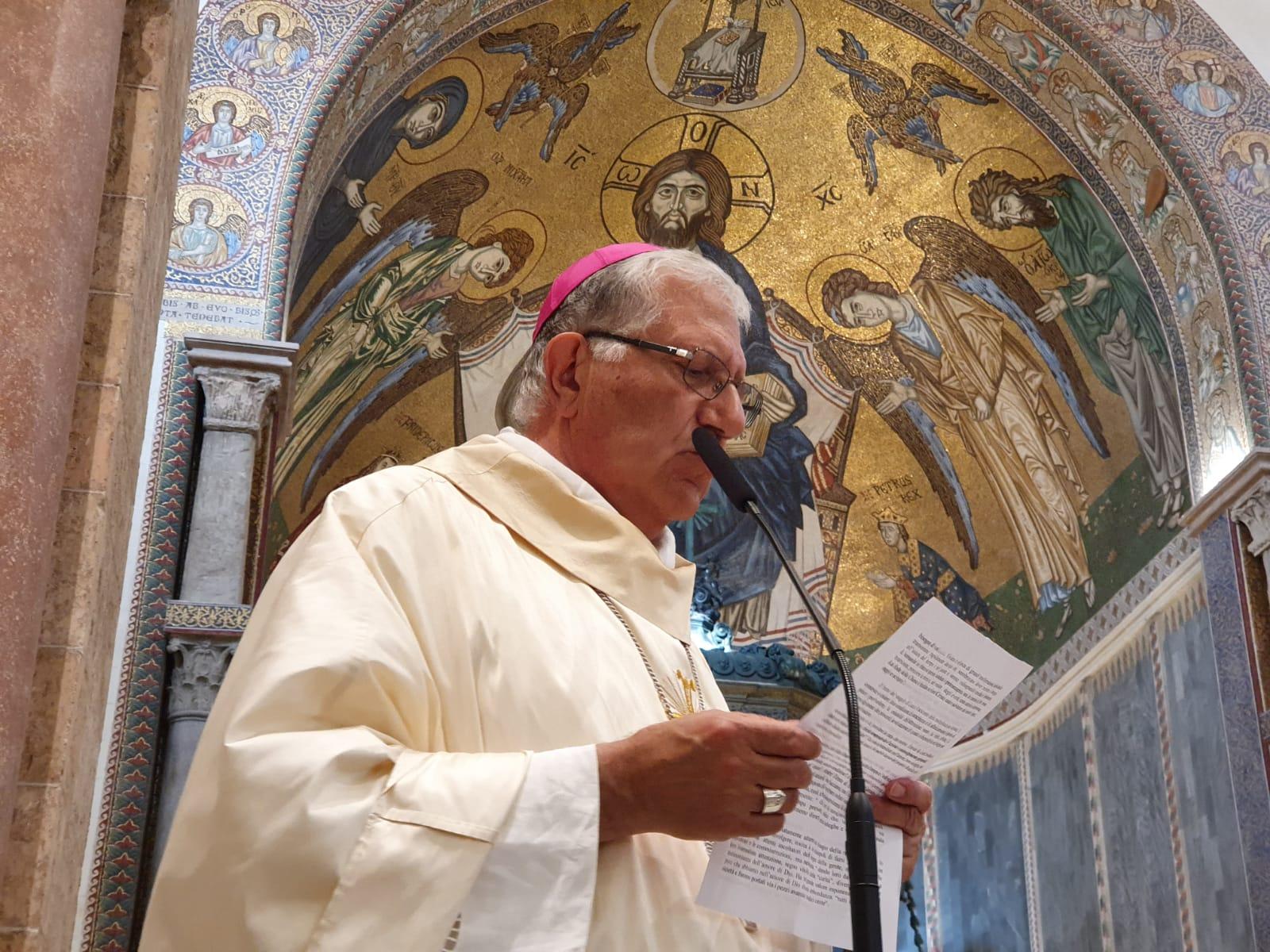 Acquasantiere vuote e niente segno di pace, la Chiesa ai tempi del Coronavirus
