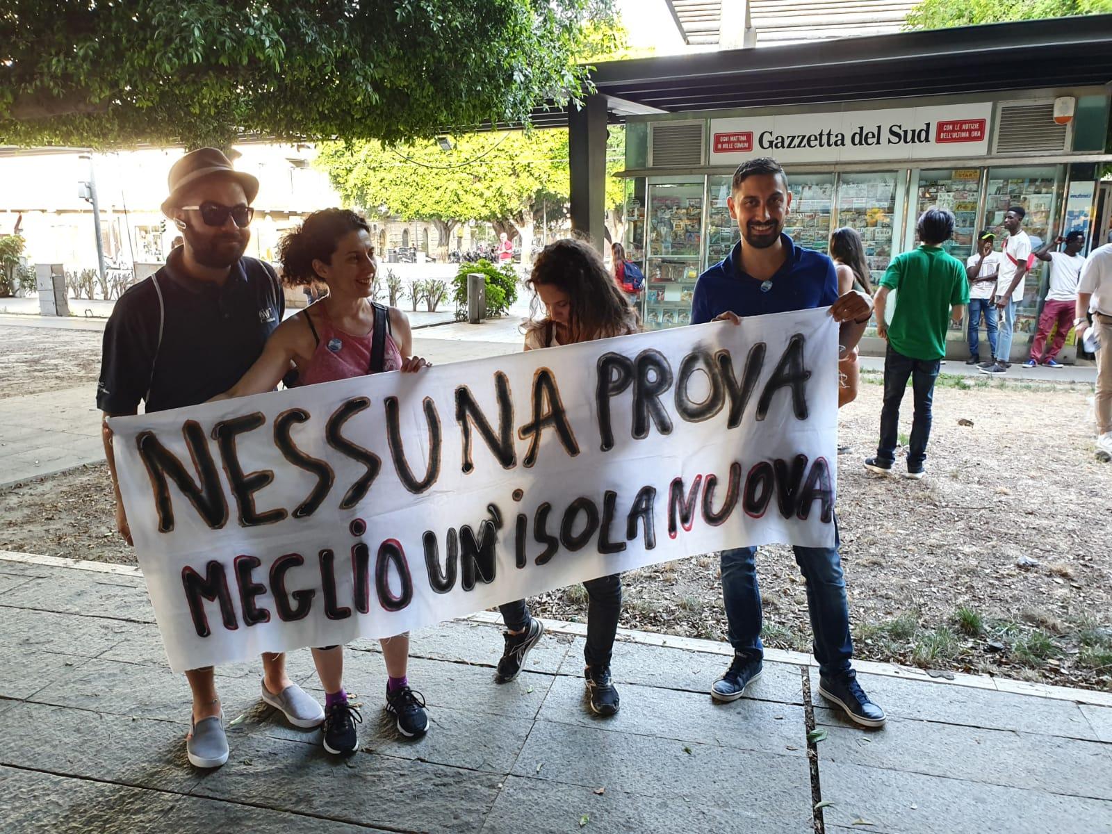 Piazza Cairoli, insignificante manifestazione pro-Isola pedonale