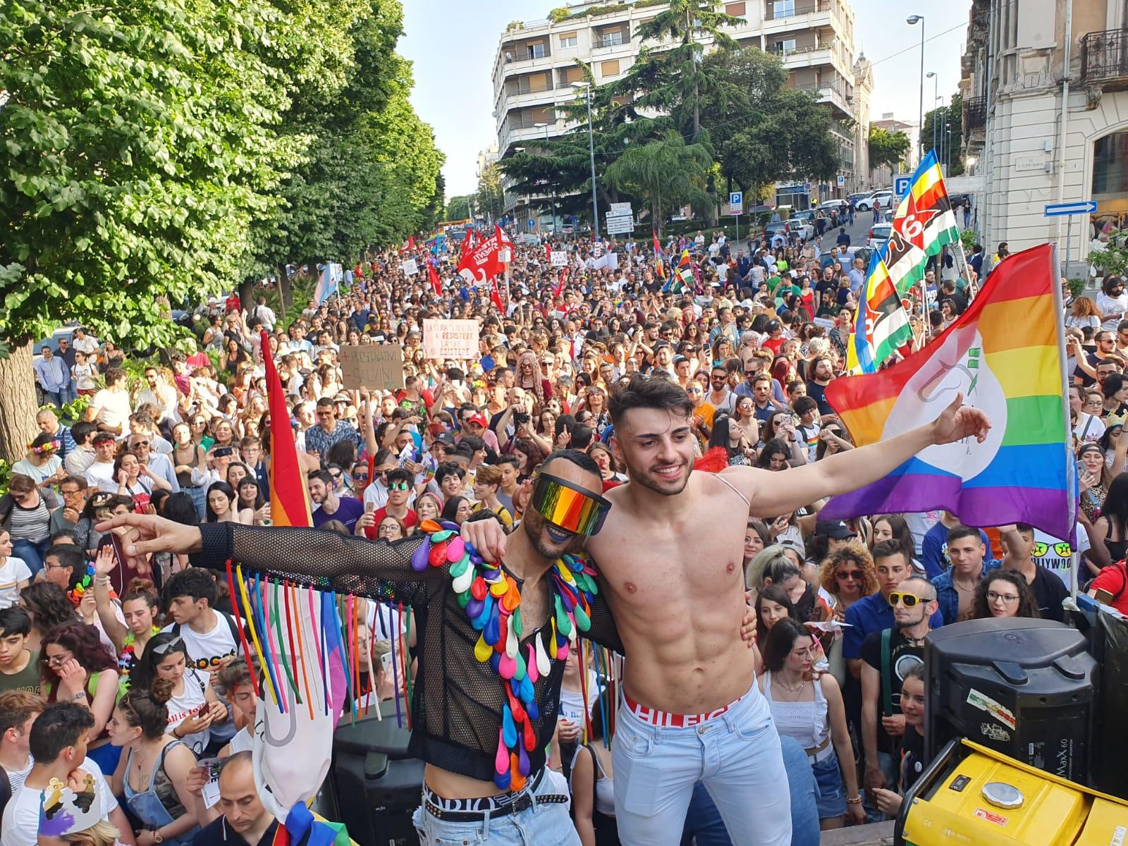 Messina, grande festa per il Pride. Almeno 1500 in corteo