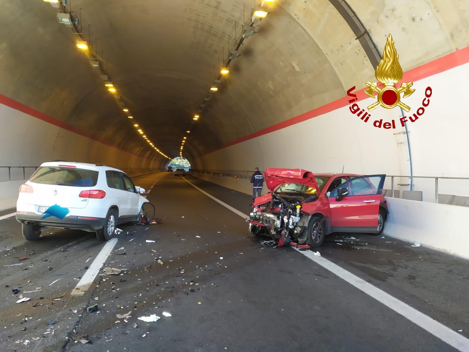 Auto contromano sulla Sr-Ct, tre feriti