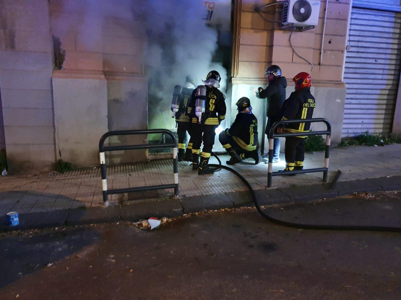 """Incendio al punto """"Snai"""" di via Felice Bisazza"""