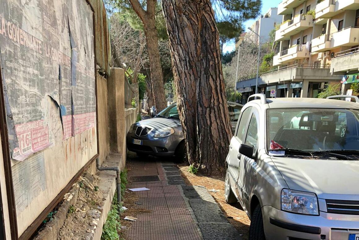 Parcheggio selvaggio, inciviltà senza limiti ed i vigili urbani?