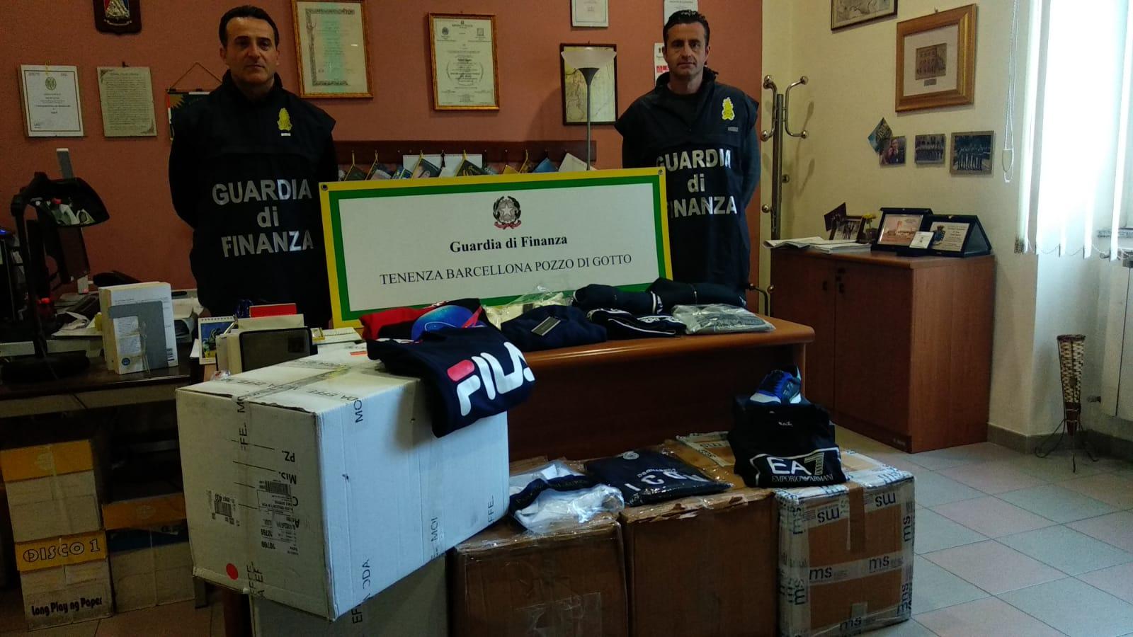 Vende vestiti contraffatti percependo anche il Reddito di cittadinanza: denunciato