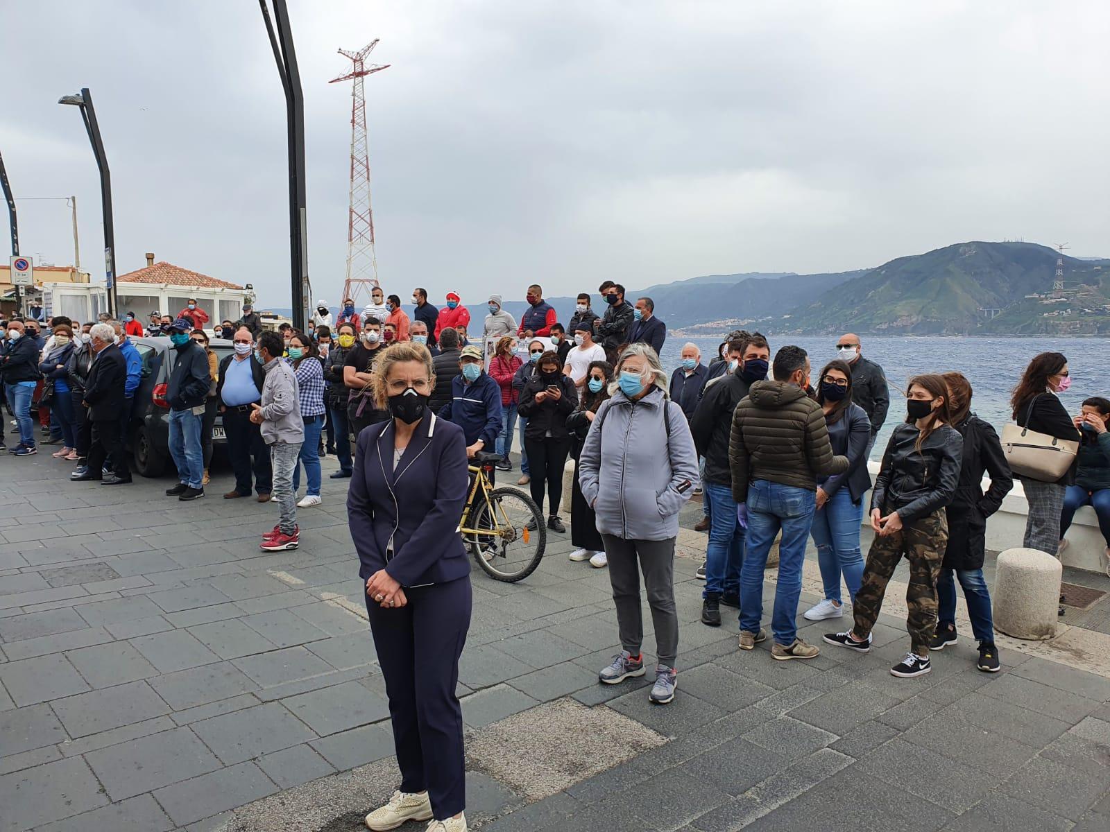 Torre Faro, un corteo di barche per ricordare Giuseppe