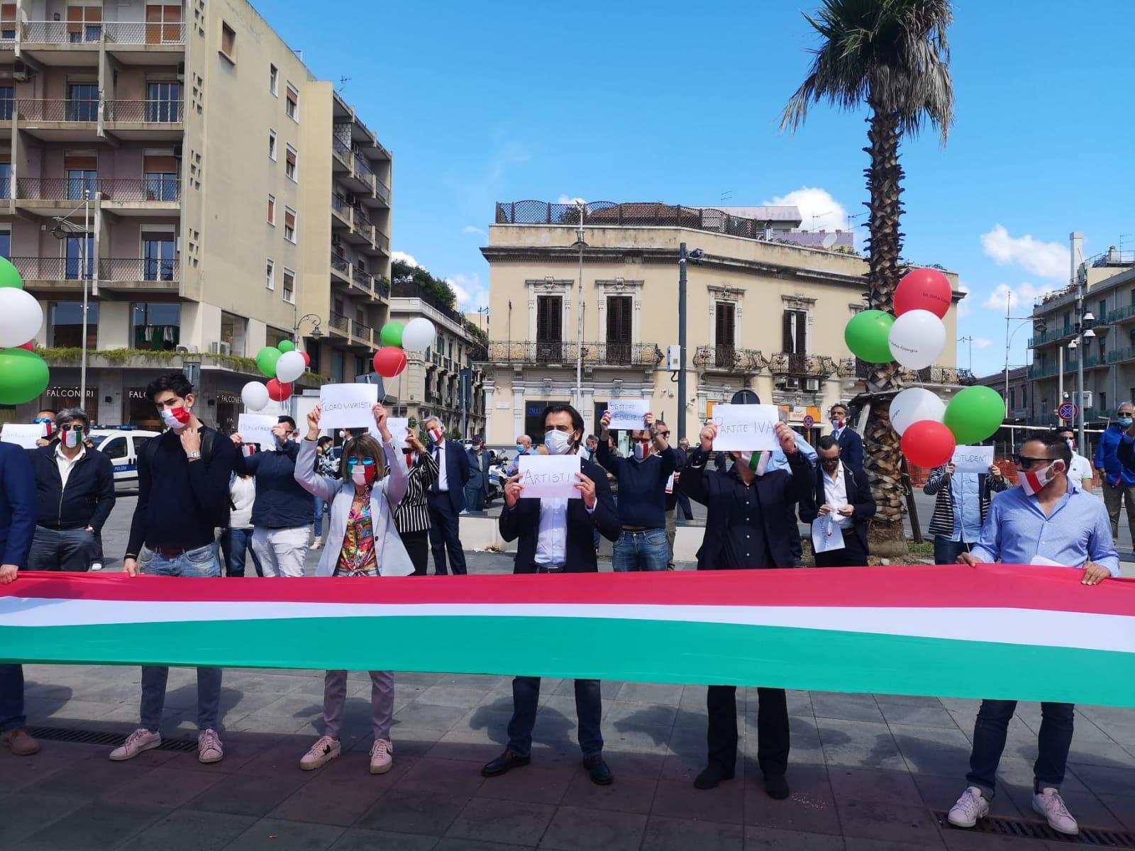 """Festa della Repubblica: flash mob della Destra. Amata: """"Niente bavaglio"""""""