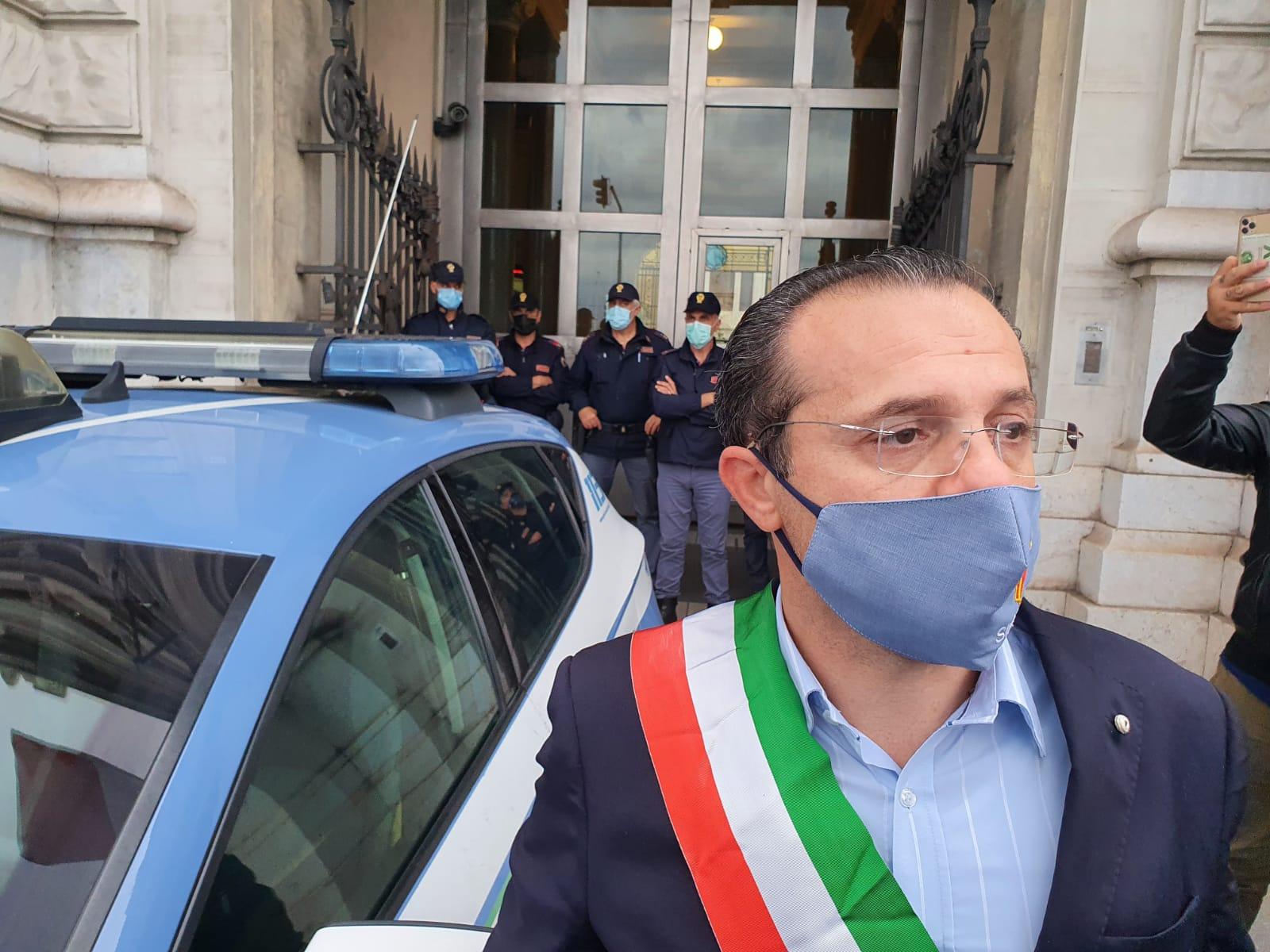 Istigazione a disobbedire, denuncia per il sindaco De Luca