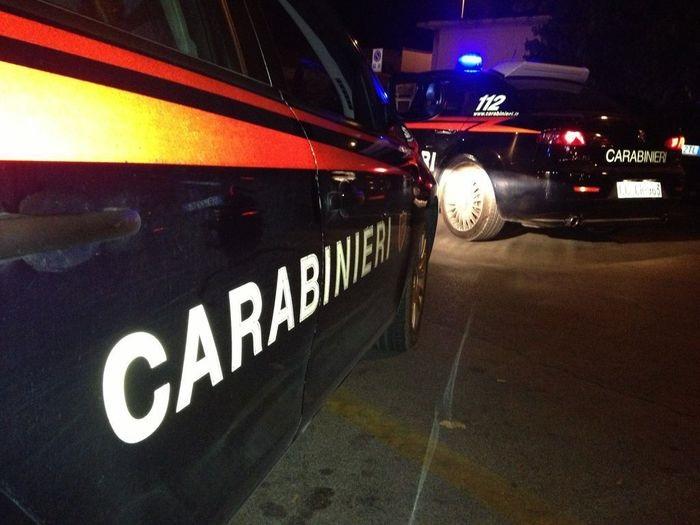 Insulta i carabinieri per poi darsi alla fuga: 52enne in manette