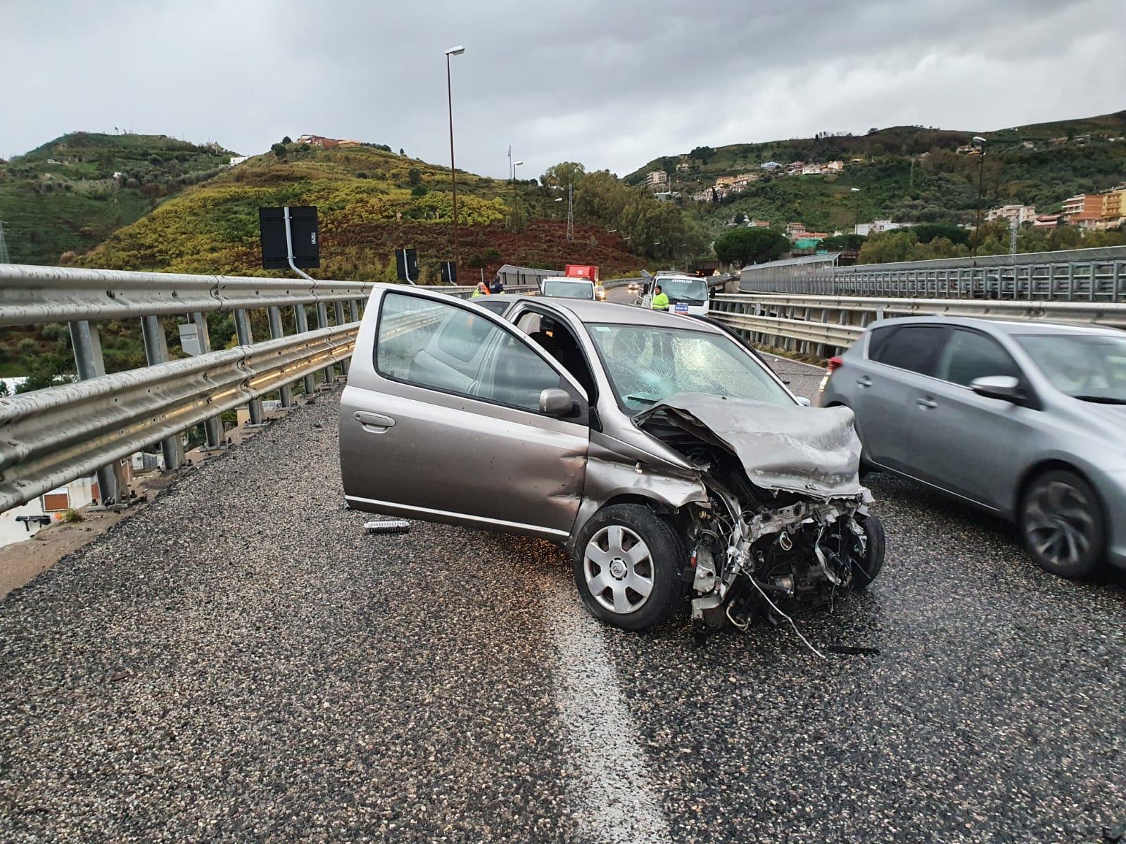 Incidente in Tangenziale, automobilista rischia di perdere un piede