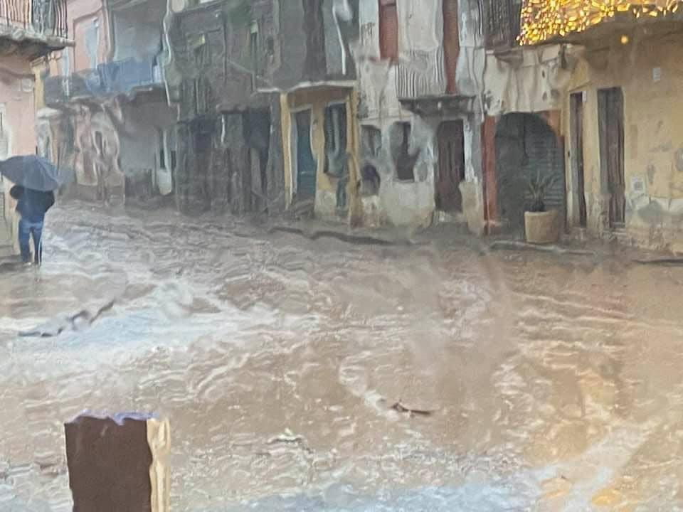 Maltempo, fiumi esondati nel Messinese (GUARDA LE FOTO)