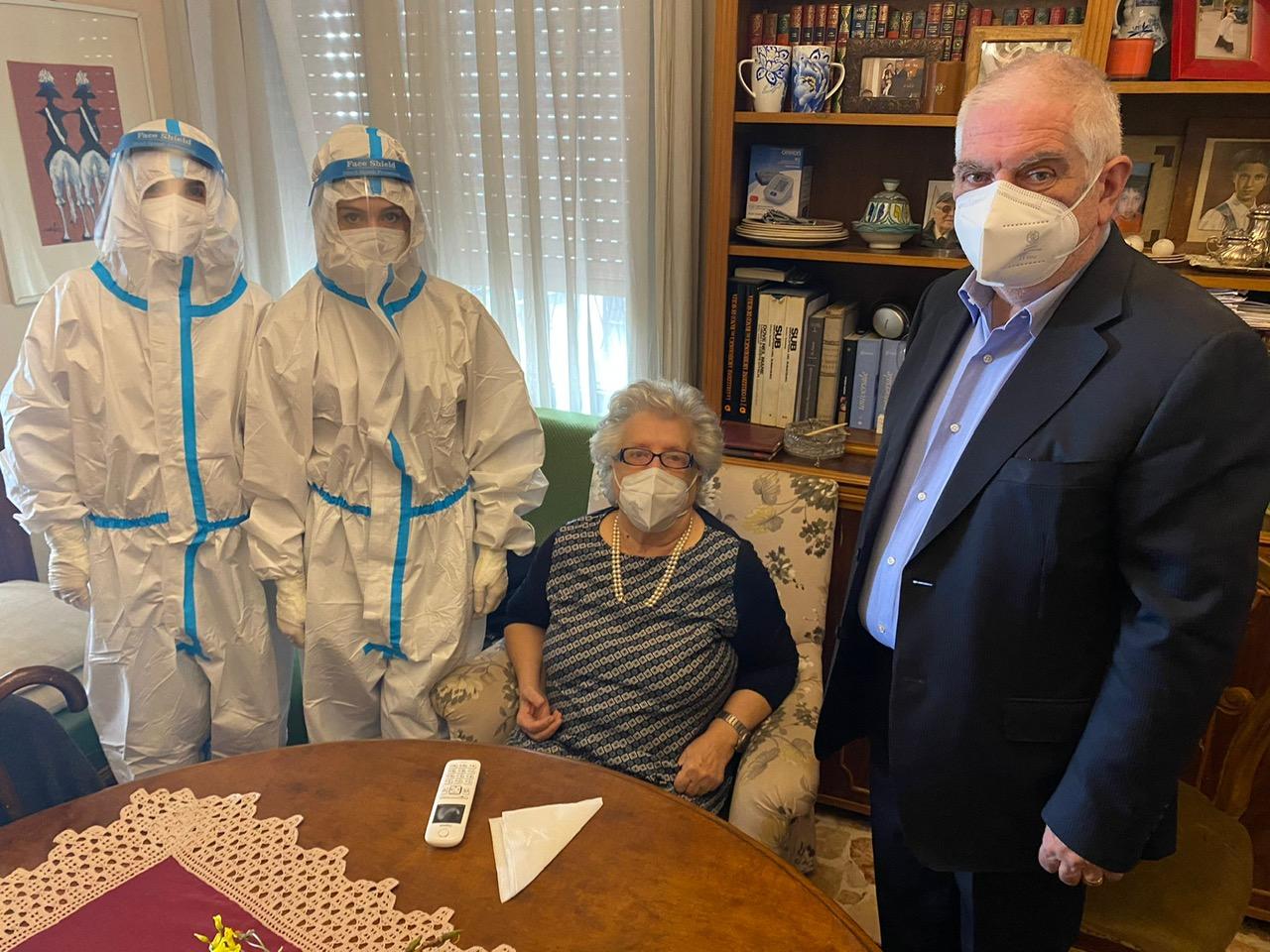 Lotta al Covid, 84enne la prima vaccinata a domicilio a Messina e provincia