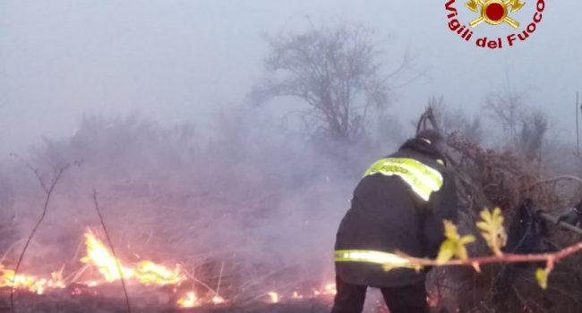 Incendio boschivo al confine tra Floresta e Randazzo