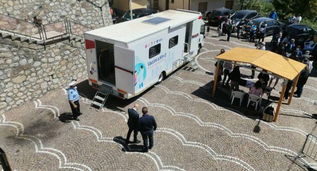 """Vaccini, da Messina parte il primo """"camper anti-Covid"""" per raggiungere i Comuni sotto i 1000 abitanti"""