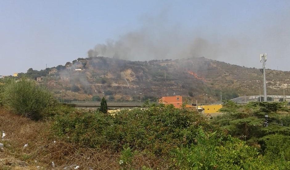 Emergenza incendi, bruciano le colline di Messina