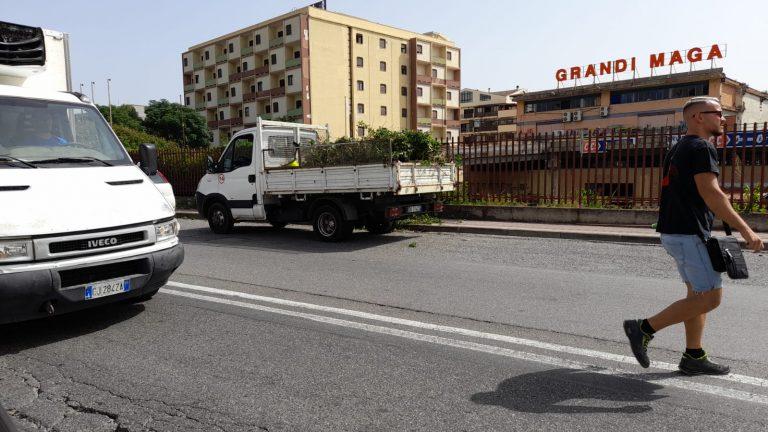 """Bonificato il marciapiede davanti alla """"Gaetano Martino"""""""